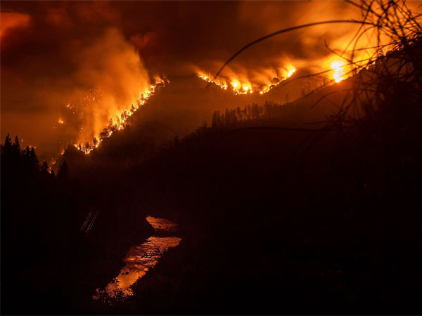 California wildfires worsen: Hollywood celebrities feel homes; 9 dead in Paradise town