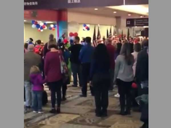 Video: Busy US airport comes to standstill to pay tributes to fallen soldiers