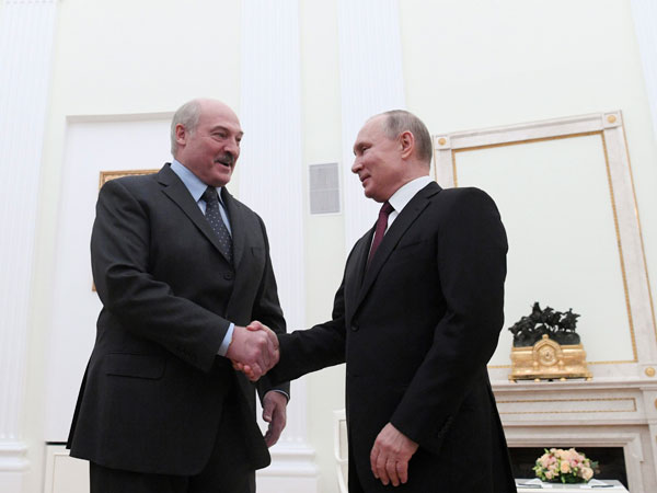 Why did Belarus president present Vladimir Putin potatoes as New Year gift