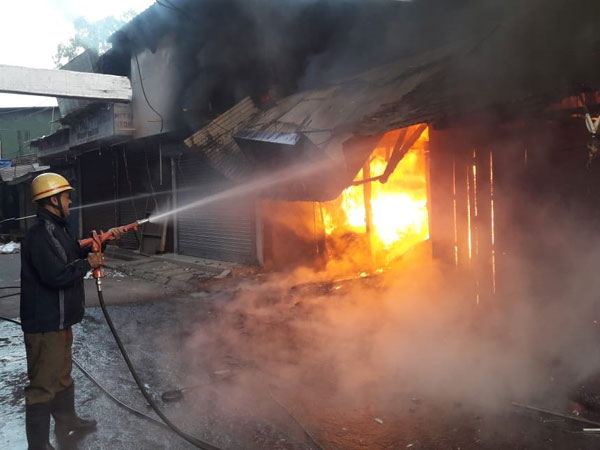 WB: Fire breaks out in Siliguri clothes market, four fire tenders rushed to spot