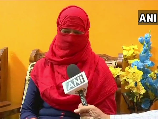 Woman alleges Triple Talaq over WhatsApp from US-based husband; Maneka Gandhi steps in