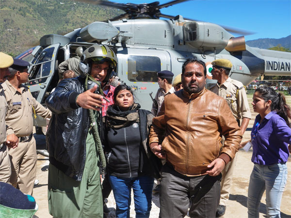Army to the rescue for 1,500 stranded tourists in Sikkim