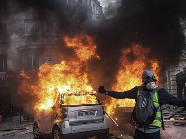 France to consider state of emergency to contain violent riots