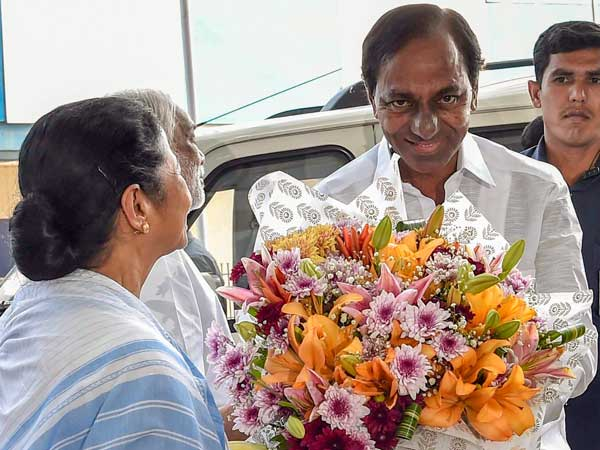 Non-Congress non-BJP third front: KCR meets Mamata Banerjee in Kolkata