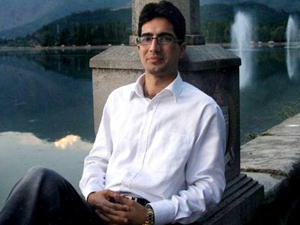 Resigned IAS topper Shah Faesal from Kashmir likely to join politics