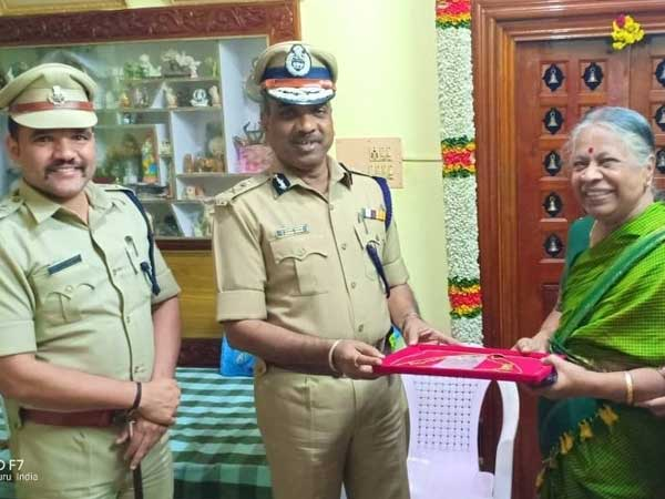 New Year 2019: Bengaluru City Police win hearts at midnight