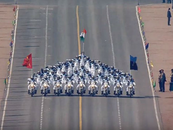 Republic Day LIVE: Armymen on motorcycles stun with daredevil stunts