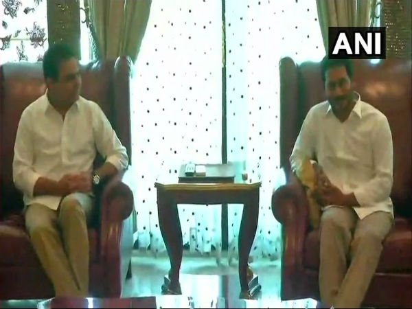 KCRs son KT Rama Rao meets Jagan Mohan Reddy, pushes for Federal Front