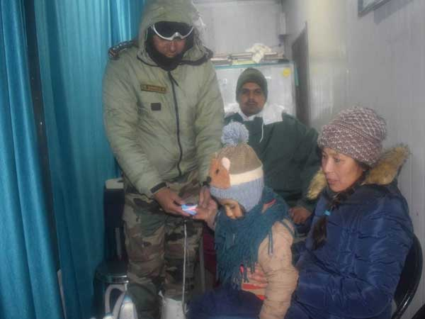 Tourists suffer High-altitude sickness