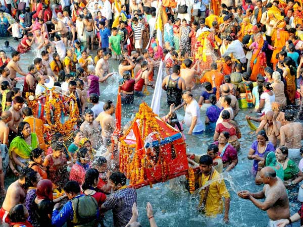 Kumbh Mela 2019: Devotees take holy dip on Day 1; over 12 crore people to attend