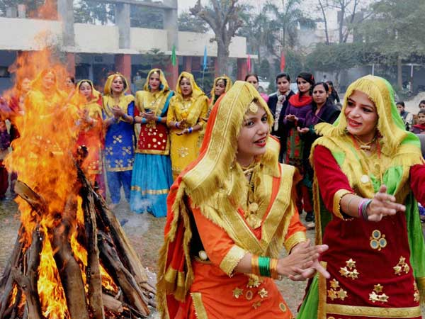 Happy Lohri 2019: Wishes, WhatsApp messages, SMS for your loved ones