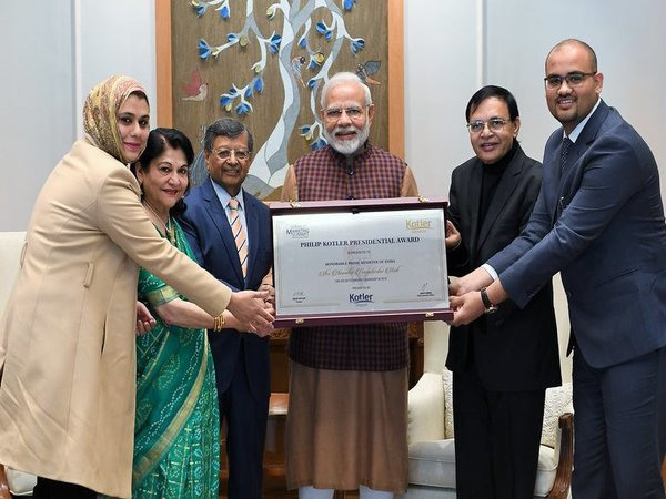 Prime Minister Modi receives Philip Kotler award. Courtesy: @PMOIndia