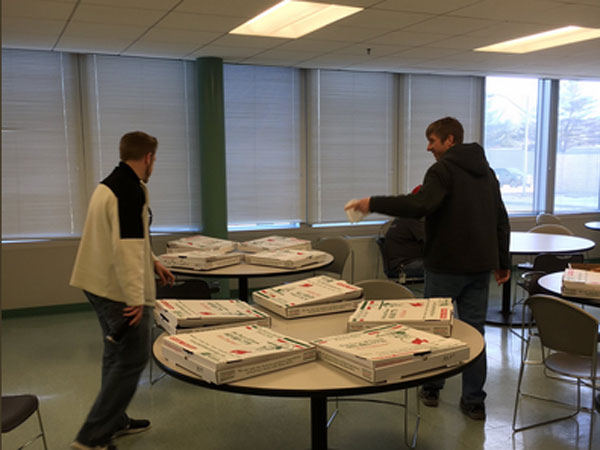 Shutdown: Canada ATC staffers send pizzas to US counterparts with no pay