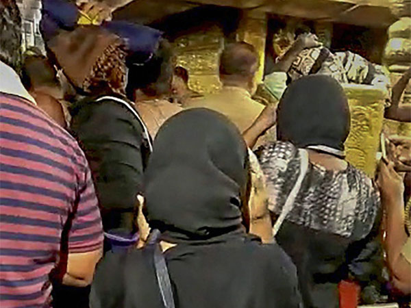 Sabarimala: Two woman devotees forced by policemen to return