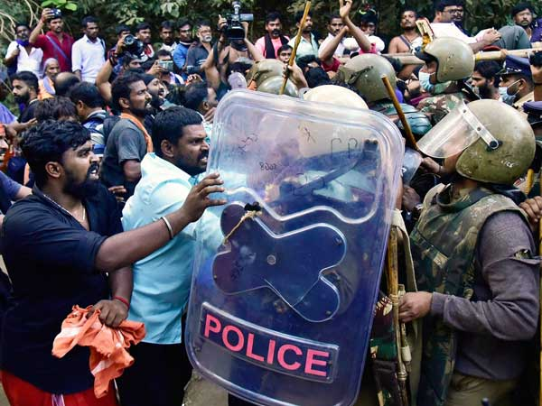 Sabarimala: Violence breaks out as 2 women attempt to enter temple