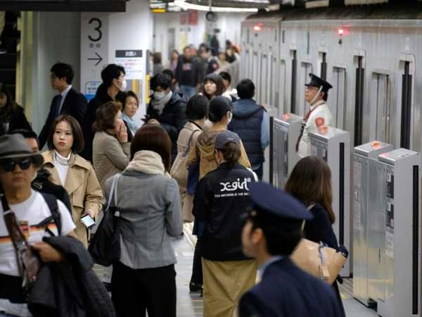 To ease congestion during peak hours, Tokyo Metro offers free food to commuters