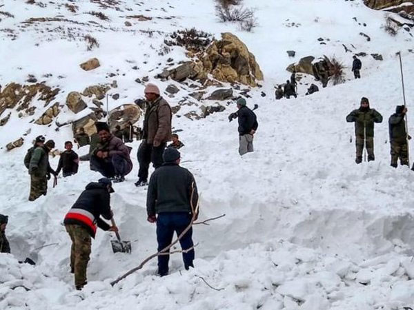Rescue officials conduct operation after five jawans were trapped in snow due to avalanche, in Namgya region of Kinnaur (Image - PTI)
