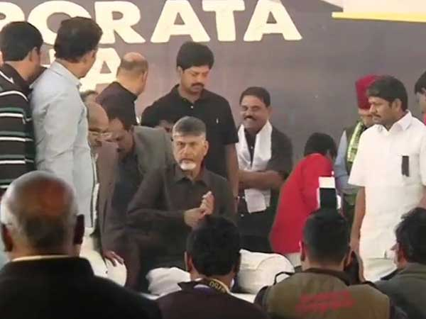 Naidu begins hunger strike in Delhi, demands special status for Andhra