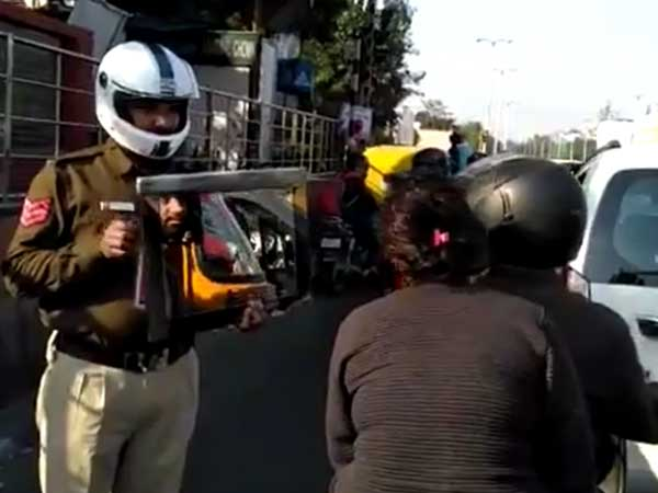 Video: Why this Delhi traffic cop held a mirror in front of bike rider without helmet
