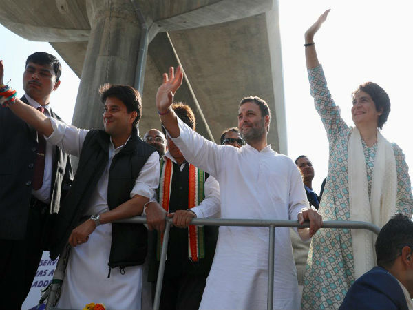 UP: Priyanka Gandhi kicks off mega roadshow with brother Rahul by her side