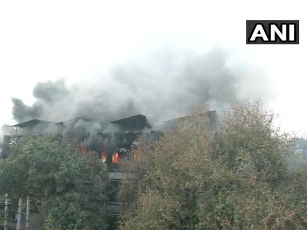 Delhi: Fire breaks out at factory in Naraina, 20 fire tenders on spot