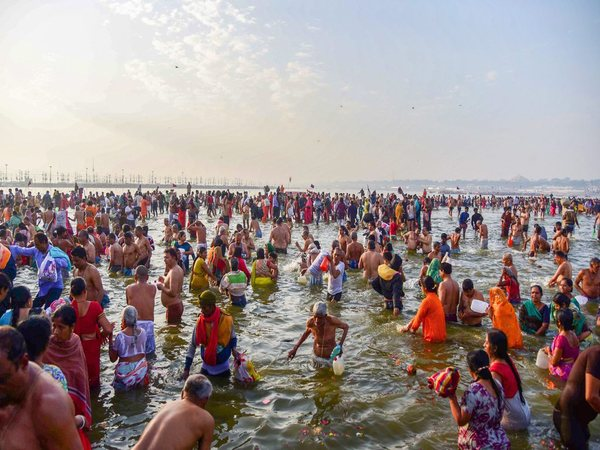 Devotees take a holy dip at Sangam on the occasion of 'Maghi Purnima'