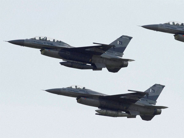 Pakistan jets violate Indian air space, drop bomb after being pushed back