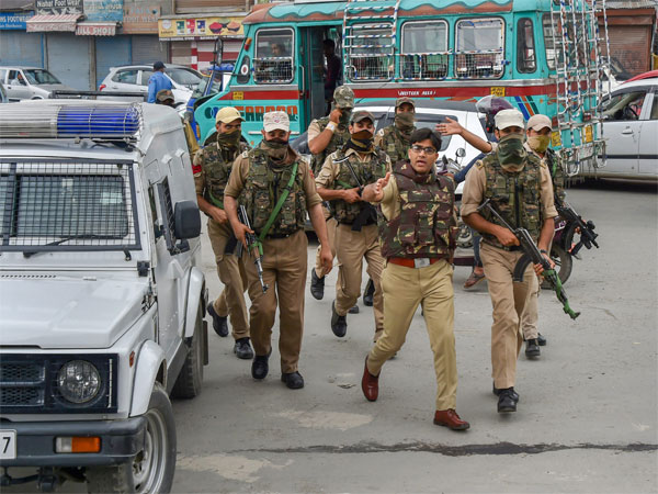 Amid major crackdown Centre rushed 100 companies of troops to J&K