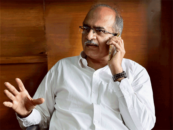 SC issues contempt to Prashant Bhushan over his tweets on appointment of interim CBI chief