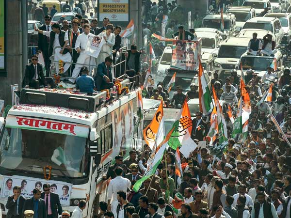 Pickpockets run amok at Priyanka Gandhi road show in Lucknow; valuables stolen