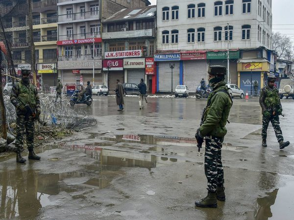 Panic grips Kashmir as govt launches crackdown on separatists, arrests 150 people