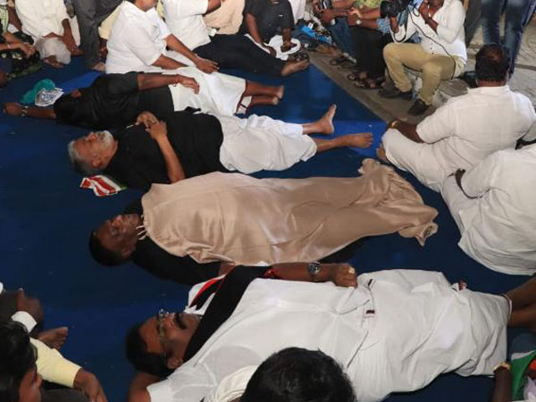 Dharna outside Kiran Bedis residence: Puducherry CM sleep outside Raj Nivas