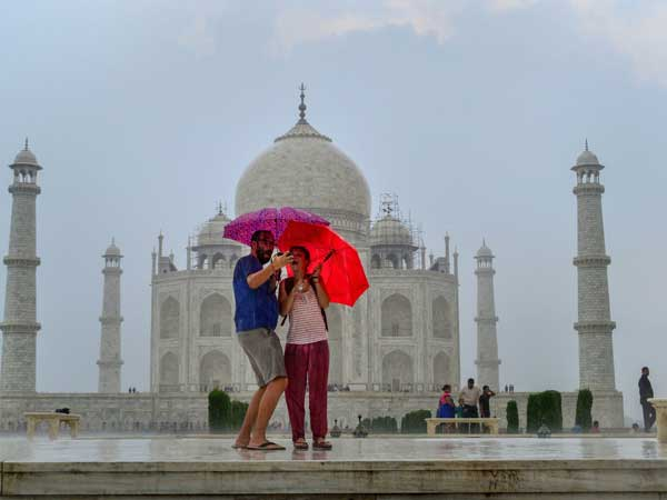 Weather forecast for February 14: Heavy rains likely in Delhi-NCR on Valentines Day