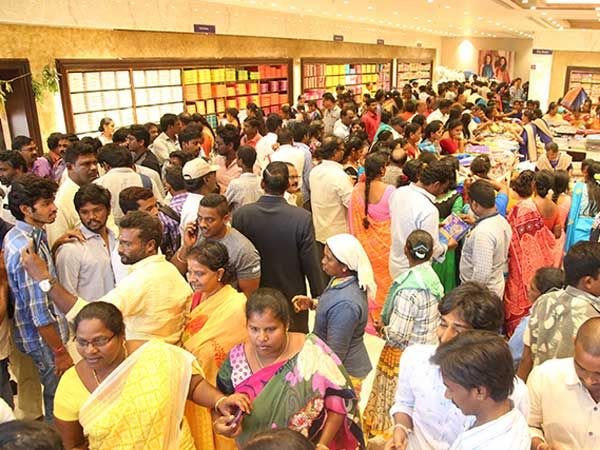 Hyderabad: Stampede-like situation at CMR shopping mall over sarees for Rs 10