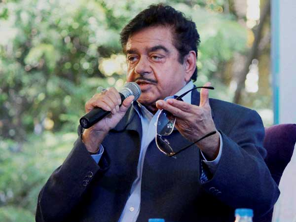 Shatrughan Sinha comes out in Mamata Banerjee's support, calls her