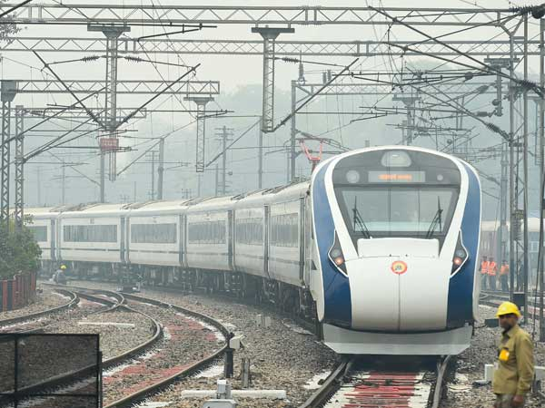 Vande Bharat Express runs 1 hour 20 mins late on Day 1, more train sets to be manufactured
