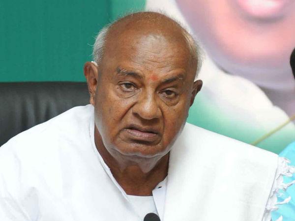 Deve Gowda, son, grandson turn emotional; BJP dubs it 'drama'
