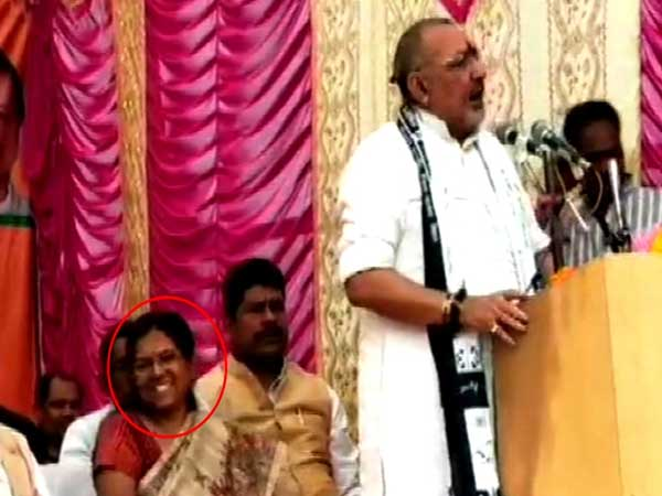 Giriraj Singh shares stage with Muzaffarpur Shelter Home case accused in Begusarai