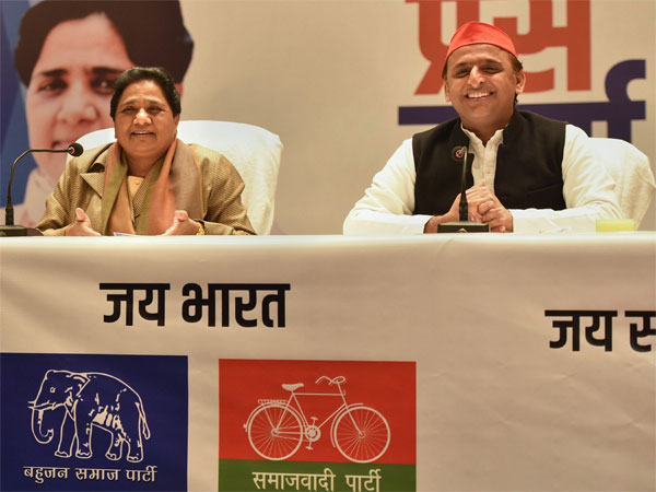 BSP supremo Mayawati and Samajwadi Party President Akhilesh Yadav. PTI file photo
