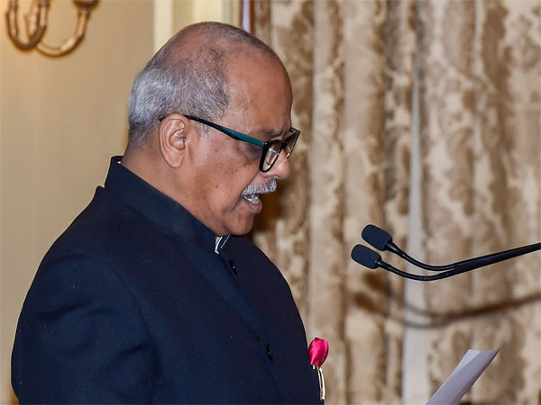 Justice Pinaki Chandra Ghose being administered the oath of office as Chairperson of Lokpal, at Rashtrapati Bhavan in New Delhi