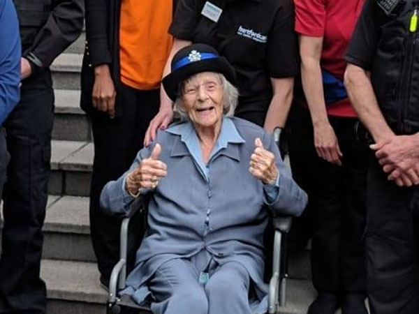 UK: Cops fulfil 104-year-old woman's bizarre wish to get arrested