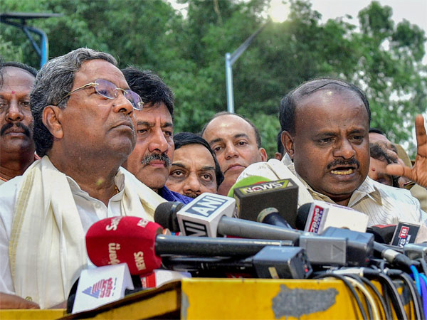 Congress and JD(S) protest against I-T raids
