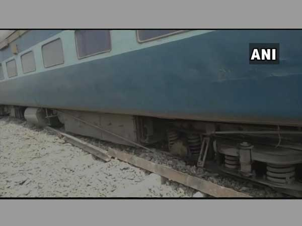 Bihar: 4 injured after 13 coaches of Tapti Ganga Express train derail in Chappra