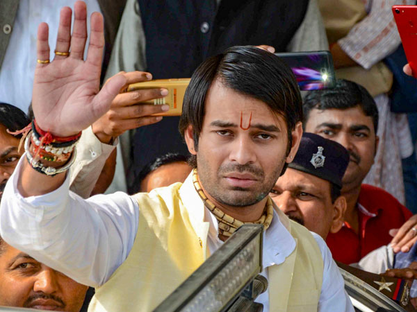 [Tej Pratap may contest as Independent, to take on father in law Chandrika Rai from Saran]