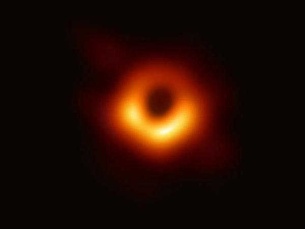 Astronormers unveil first real image of blackhole