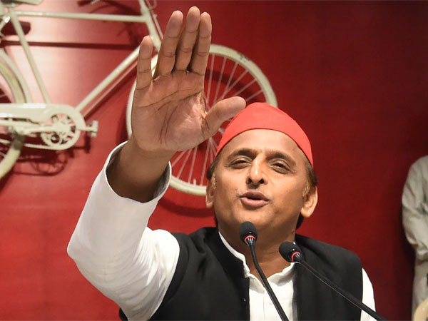 'Note bandi' should be given a befitting reply says Akhilesh Yadav