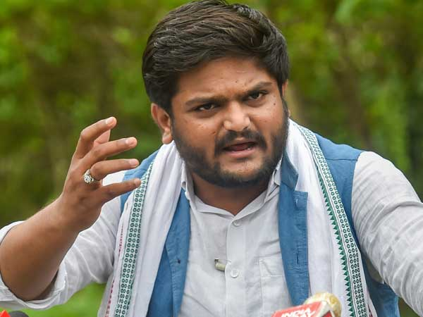 Scuffle breaks out at Hardik Patel's public meeting in Gujarat