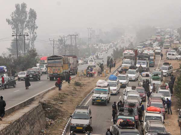 Highway ban protests in J&K get louder