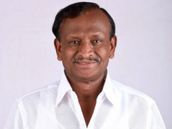 Karnataka: Housing Minister Nagaraj performs