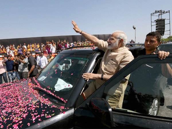 From grand roadshow to Ganga Aarti; Modi sends a strong message to opposition from Varanasi